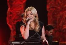 Kelly Clarkson / by Dana Marie Beasley💕💚