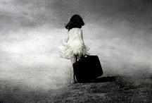 Artista: Saul Landell / ¿Debo tomar una imagen en un mundo que veo o en un mundo que entiendo? Imágenes de un real o un mundo Posible? Esas son las preguntas que me hago a mí mismo cuando trato de traducir conceptos personales al lenguaje fotográfico.  No alterar la realidad con el fin de engañar a los sentidos. Lo hago para expresar conceptos más allá de lo momentáneo, revelando la fragilidad del hombre, como una herida con el objetivo de no sufrir, sino para obtener una comprensión más profunda de mí mismo.