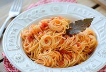 De lekkerste pastagerechten / Kan je geen genoeg krijgen van pasta? Raak dan geïnspireerd door deze pastarecepten die je bovendien stap voor stap leert klaarmaken op South & Pepper.