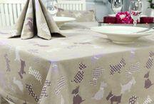 Hunde Motiv Tischdecken / Tischdecken mit Hunde Motiv. Hochwertige durchgewebte Markenqualität. Kein Druck.