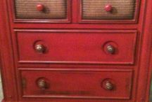 Muebles Rojo Toscana-Toscana Red-El Taller de lo Antiguo / Ejemplos de muebles pintados en Rojo Toscana mismo matiz que nuestro Esmalte Decorativo Extra Mate Extra matt Decorative enamel colour Toscana Red de El Taller de lo Antiguo Ex. Painted Furnitures with same colour.