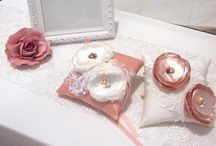 ring pillow / Made to order.  Shipped worldwide via DHL, FedEx