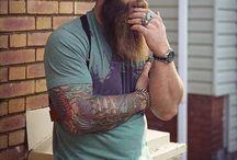mușchi tatuaj și barba