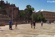 Centro histórico de Málaga, C/Alcazabilla. / El palacio de la Aduana, La Alcazaba, el Teatro Romano, el museo Picasso, el cine Albéniz... Una calle llena de historia, cultura y ambiente. ¡No te la puedes perder!