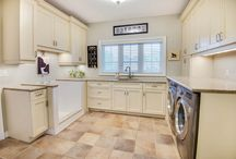 Laundry room / foxglovedesign.ca