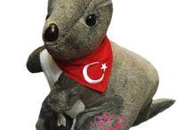 Oyuncak Kanguru 70 cm Yavrulu Türk Bayrak Fularlı Kargo Ücretsiz Hediyecik.com.tr Online Oyuncak Hediye Alışveriş 7/24 Sipariş 0212 325 24 25