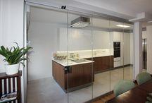 Separación de ambientes / Proyectos de Akrista de separación de ambientes con cortinas de cristal.