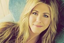 Jennifer Aniston ! / Jennifer ! 1969. február 11. (életkor 47), Sherman Oaks, Los Angeles, Kalifornia, Egyesült Államok (Jennifer Joanna Aniston vagy Jennifer Anastassakis)