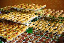 mesa de festa salgados e doces