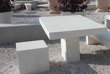 Cube béton lisse (dé, chaise, petit banc) / Dé béton lisse (cube, petit banc, chaise). Gamme Mobilier Urbain en pierre reconstituée.