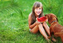 """Kalbimdeki Patiler-Beslenme / """"Sağlıklı yaşam için doğru beslenme şarttır"""" cümlesinin altını çizerek, evcil hayvanların beslenmesinde doğru bilinen yanlışlar başta olmak üzere, doğru beslenme hakkındaki ayrıntılara Beslenme kategorisinde değiniliyor."""