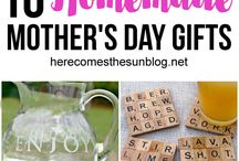 Mother's Day Gifts / Finding the perfect Mother's Day gift can be quite a challenge on a college student budget. Here we've curated our favorite DIY Mothers Day gifts, Mother's Day Gift Ideas, and gift ideas from daughters and sons.