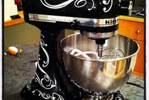 HOME DECOR: KITCHEN GADGETS / by Maggie Smiley