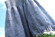 hæklet og strikket baby og børne kjoler