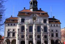 Lüneburg / Fotos, Geschichten und Hintergrundinformationen zu Gebäuden in der #Hansestadt #Lüneburg. Weitere Bilder und Hintergründe unter: http://hansestaedte.com/category/bilder/lueneburg/