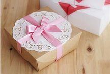 Wrap Gifts / Zabalte dárky