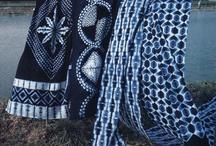 Indigo / Индиго – один из древнейших красителей, который получали из растительного сырья – тропического растения Indigofera. В Индии еще в VIII веке из сока стебля индиго красители одежду. Ткани цвета индиго имеют глубокую историю и в Японии. Те, кто знаком с искусством вышивки сашико, знают, что традиционно она выполнялась белыми нитками на темно-синих тканях.