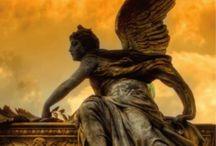 Libros reveladores / Evangelium, la biblia narrada por los ángeles, de Israel Gutiérrez Collado. No tiene desperdicio, hay que leerlo.