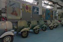 Het Piaggio en Vespa museum / Het Piaggio en Vespa museum in Pontedera nabij Pisa toont een grote collectie van Vespa en Piaggio bromfietsen maar ook rariteiten zoals een bromfiets vliegtuig, brandweerwagen, reuzegrote vespa, ...
