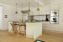 CONTEMPORARY CLASSIC KITCHEN: THE AUBREY / The Aubrey kitchen is a contemporary classic design comprising oak units with flat panel doors dressed with simple, steel-bar handles to create clean, uninterrupted lines.