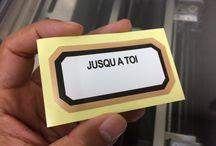 옵셋 스티커 / 가장 일반적인 옵셋 인쇄 방식의 스티커입니다. 대량 제작시 꼭 필요하며 인쇄 품질이 정교하고 마무리가 좋습니다. 사이즈에 상관없이 기본 1,000장을 인쇄해야 하는 단점이 있습니다.
