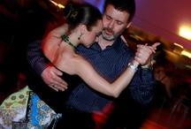 NapoliTango / Associazione Culturale nata nel maggio del 1998 per la divulgazione del Tango Argentino e della sua cultura a Napoli, Salerno e in Campania. L'associazione organizza corsi di Tango, Milonga e Tango Vals, Eventi, Serate e Spettacoli.