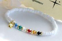 pulseiras de pedras brancas