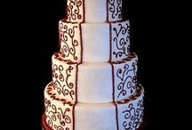 TORTAS EN BLANCO Y ROJO / Si decidiste sorprender a todos tus invitados a tu boda, con una ceremonia decorada de colores blanco y rojo, también debes elegir una torta con estas características. A continuación algunas ideas que podrían serte de utilidad.