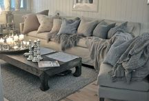 Lovely Living Rooms / A collection of beautifully laid out and organized living rooms. Yum.