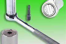Гаечный ключ универсальный Gator Grip 7 - 19мм / Гаечный ключ Gator Grip. Он универсален, так как имеет уникальную конструкцию которая мгновенно настраивается под различные гайки, винты, шурупы, болты, и 2 дополнительных инструмента, которые упрощают процесс использования ключа для работы с разными креплениями.