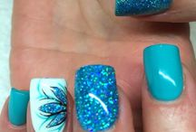 Blaue Nägel