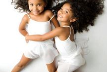 Deux trois bébés Jumelles Jumeaux Twins Triplets