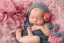 Crochet Baby Hats / Keep your little one nice and cozy with these adorable Crochet Baby Hat patterns! No matter if you are looking for a light summer cap, or a snuggly winter hat - we have the perfect selection of hat patterns for your child or grandchild!
