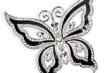 Bejeweled in Black & White / by Uno Alla Volta
