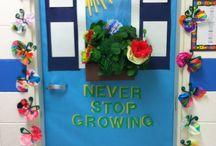 elementary bulletin boards / by Brenda Lindamood