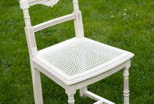 Vieilles chaises en bois