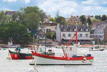 Frankrijk - Bretagne / Een geweldige manier om van Frankrijk te genieten is door te kiezen voor een vakantie in Bretagne. In het zuiden van Bretagne vindt u charmante dorpjes, moderne badplaatsen en lange zandstranden. Terwijl het ruige noorden van Bretagne zo van een ansichtkaart lijkt geplukt.