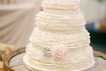 Hochzeitstorten - ganz natürlich / Eine Hochzeitstorte ist definitiv eines der Highlights auf Hochzeiten. Und mittlerweile gibt es außer der üblichen Buttercreme-Torte doch einiges mehr an Auswahl... Hier sammle ich die schönsten Torten und Kuchenideen für Eure Hochzeit.