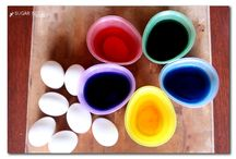 Easter Egg Dyeing Party / Quite possibly the easiest and fun get-together before Easter: an egg dyeing party!