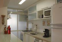 Cozinhas Decoradas / Dicas e sugestões de cozinhas decoradas, o lugar é ideal para reunir os amigos enquanto você prepara a comida.