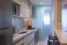 """Granito na cozinha / Material muito utilizado como revestimento em construções, o granito é uma rocha formada de um ou mais minerais, onde seu nome originalmente """"granum"""", em latim, significa grãos, descrevendo perfeitamente sua aparência."""
