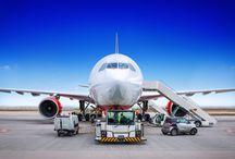 Międzynarodowy transport w suchym lodzie / Transport w suchym lodzie realizowany jest przez firmę OCS od wielu lat. W opakowaniach izotermicznych, które utrzymują pożądaną temperaturę do 240 godzin. Realizacja transportu w suchym lodzie odbywa się do 200 krajów. Realizujemy transport drogą lotniczą oraz transport drogowy.