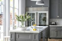 Transitional Interior Design Style / Transitional design style is a blend of modern and sleek with a touch of traditional.  Known as updated classic, this style provides both the masculine and feminine pieces that can make a home timeless.