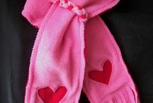 Hat and scarft / Cappelli per bimbi / by Francesca Sabatini