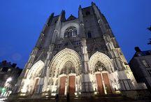 ..Les cathédrales françaises.. / La France compte des nombreuses cathédrales un peu partout sur le territoires. Celles-ci sont pour la plupart des héritages de la période du renouveau chrétien au XIIIème siècle.