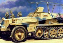 WW2 - SDKFZ 250/3 / Sd.Kfz. 250/3– pojazd dowodzenia z radiostacją, z anteną ramową (alt), późne modele z anteną typu gwiazda (neu)