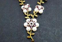 Tutes-necklaces