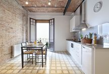Happy People Sagrada Familia Apartments in Barcelona / Our newly renovated apartments are cozy, bright and modern. They offer every facility you may need: free Wi-Fi, air conditioning, heating, safe, full equipped kitchen, comfortable furniture and a magnificent rooftop terrace with city views and a chill-out area. Moreover, they have a prime location, situated in the lively district of  l'Eixample, 15 minutes walk from the Sagrada Familia, and very well connected by public transport.
