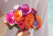 Wedding flowers , Fleurs / Bride & bridemaids bouquets, flowers arrangments Bouquets de mariées, demoiselles d'honneur / by FEE DES CARAIBES Chantal VERNUSSE
