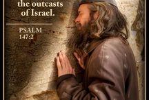 Pan buduje Jeruzalem. On gromadzi wygnańców Izraela. - Psalm 147: 2